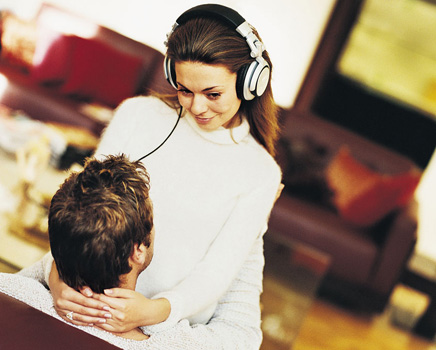 casal ouvindo música