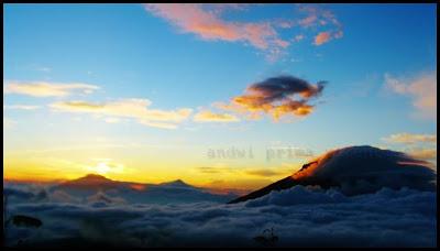 Suasana Dari Puncak Bayangan Gunung Sindoro