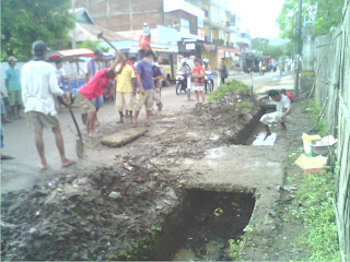Warga Kelurahan Sarae Gotong Royong Bersihkan Saluran