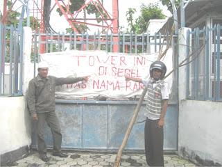 Warga Bolo Demo Keberadaan Tower Telepon Selular