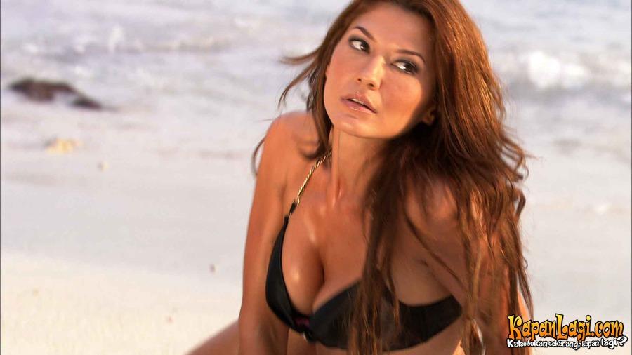 Foto Bikini Tamara Bleszynski Film Air Terjun Pengantin