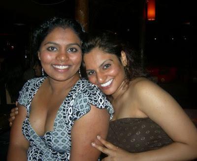 aunty hot mallu nri girls showing cleavage