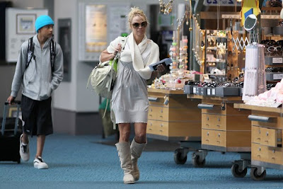 Anderson%2Blands%2Bolder%2Bson%2BeSfJbtYywe1l Pamela Anderson at Vancouver International Airport