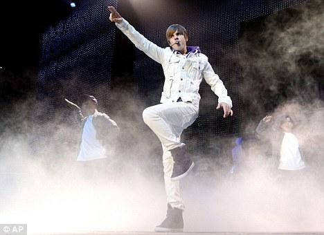 justin bieber signature dance move. Heart-throb: Bieber has