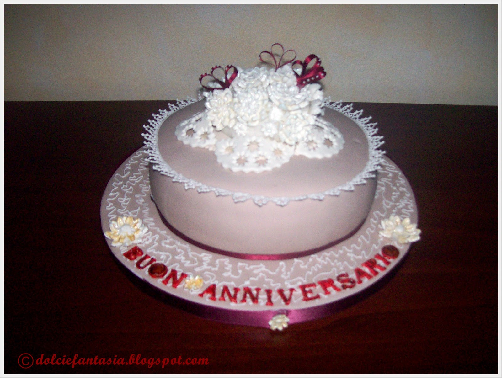 Auguri Primo Anniversario Matrimonio : Dolci e fantasia torta anniversario