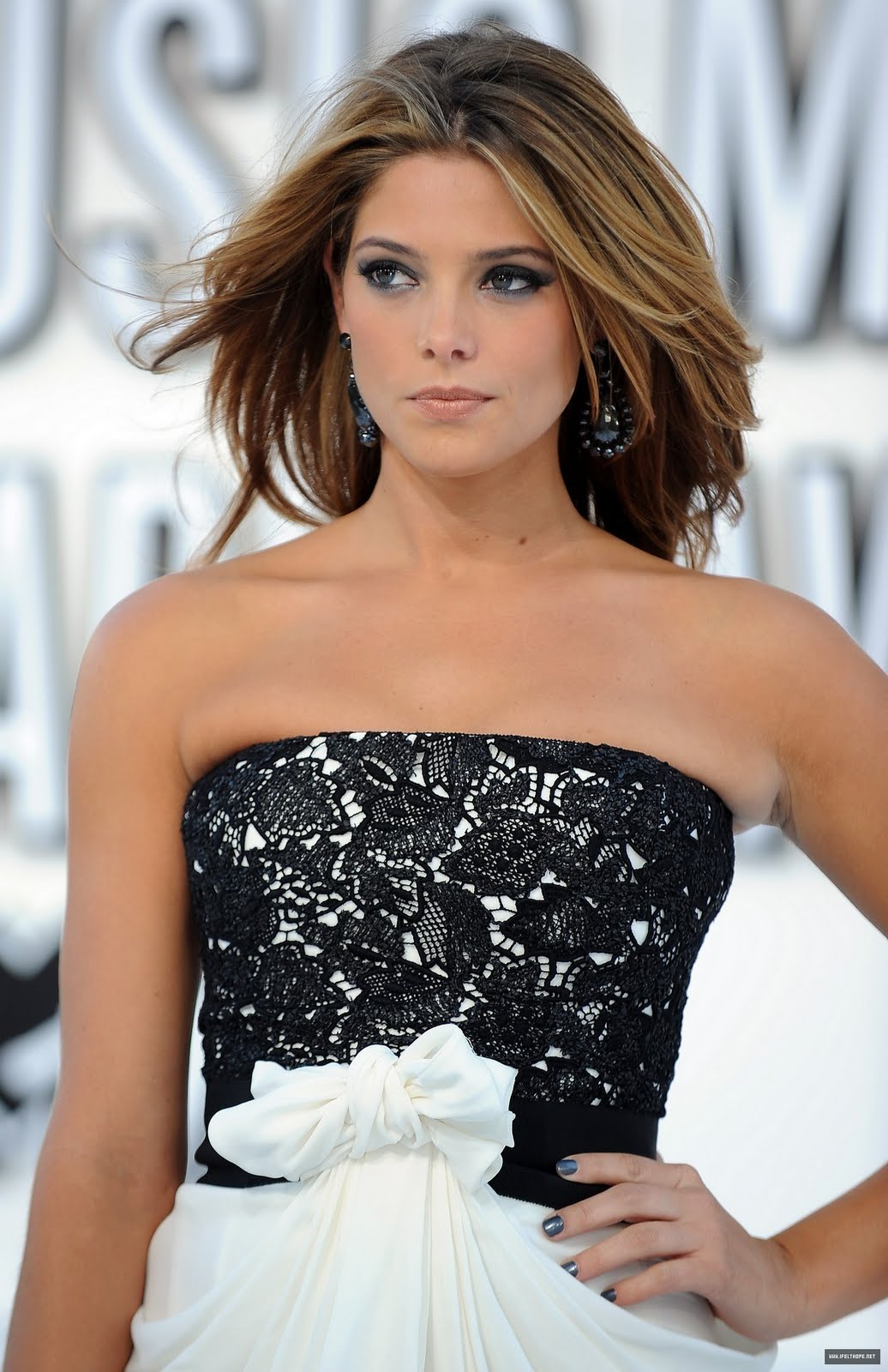 http://1.bp.blogspot.com/_tHaumj7GrMA/TQzxuXyVOvI/AAAAAAAAch0/4sFdDbi1gz0/s1600/2010-MTV-Video-Music-Awards-HQ-ashley-greene-15505245-1165-1800.jpg