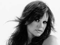 long-wavy-hairstyle-feature
