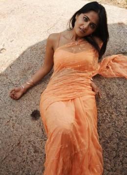 Anushka Wet  very rare exposing  Sexy mode