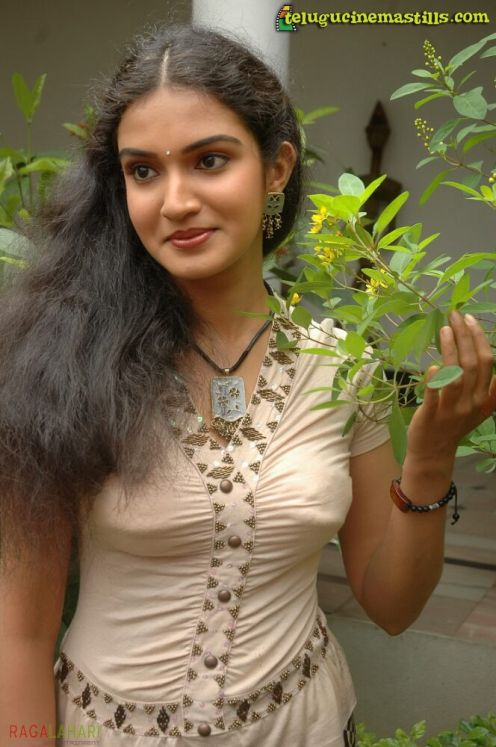 south indian actor honey rose hot image gallery