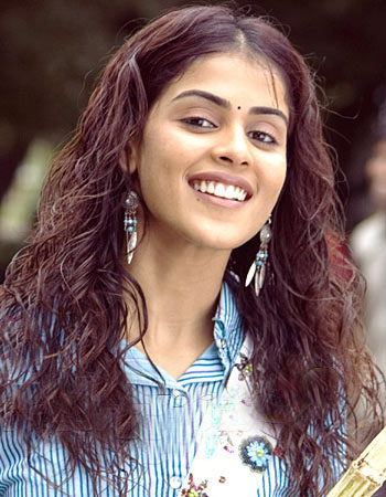 south indian and bollywood mallu actress ( genelia )Genelia D'Souza  hot sexy image gallery