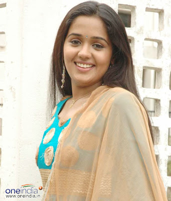 South indian actress ananya hot bikini and cleavage show pic image gallery