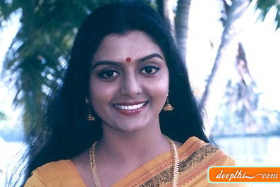 South indian hot mallu actress Bhanupriya saree wet and hot images