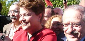 Dilma saliendo de votar