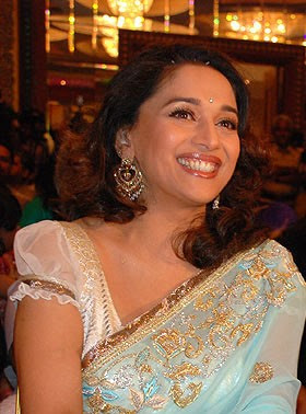 madhuri-dixit-launches-marathi-book-1