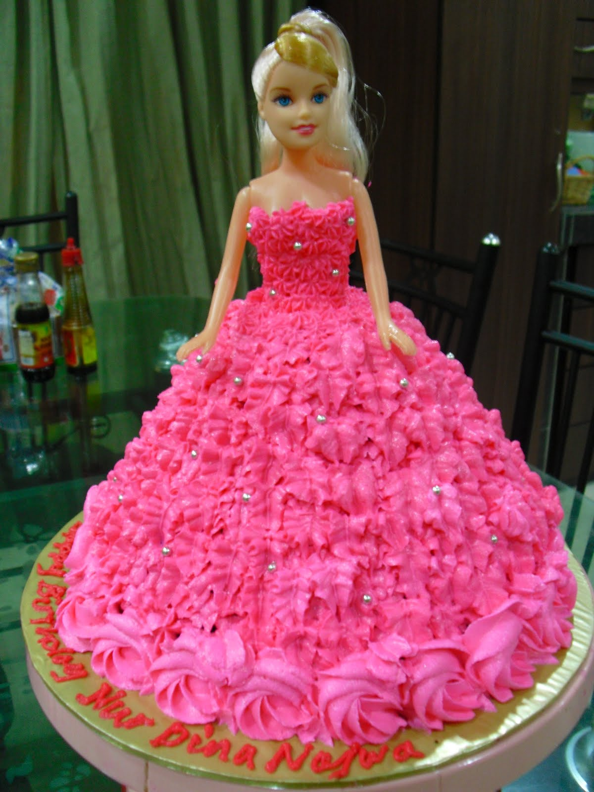 Images Of A Barbie Cake : Diya s Cupcake: Barbie doll for the b day girl
