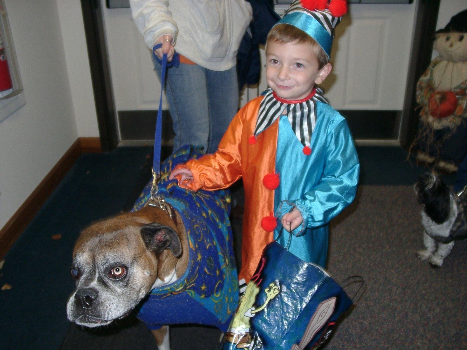 [Halloween2008.JPG]