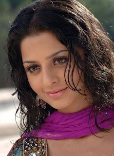 vedhika+image