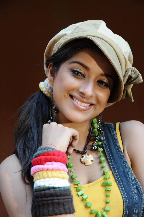 n madhurima from mouna ragam actress pics