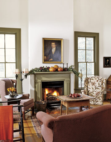 Pixtal peep the coziest spot in the house for Colonial living room decorating ideas
