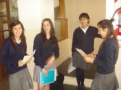 Alumnas de 3° esperando entrar al parcial - Mayo de 2010 -