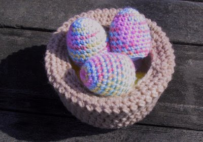 Free Crochet Pattern - Chick Egg Cover from the Easter Free