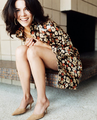 Sexy Pics: Lauren Graham long legs