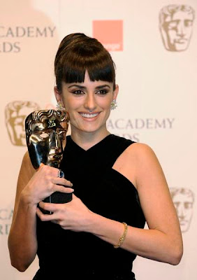 Spain's Penelope Cruz poses with the award for Best Supporting Actress