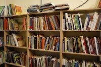 Librería bien etiquetada