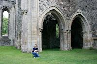 Jugando en la abadía