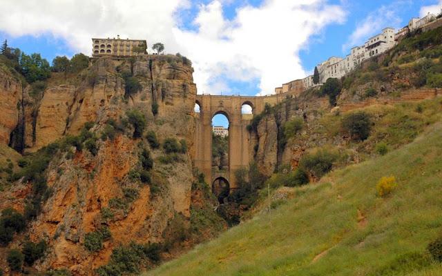 В тему мостов..местечко в Испании