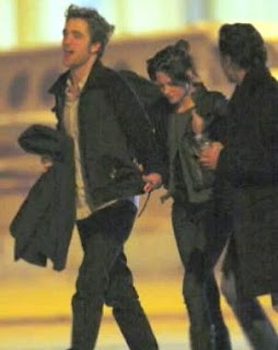 Robert Pattinson And Kristen Stewart Holding Hands In Paris
