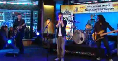 Kris Allen Performs Live On GMA