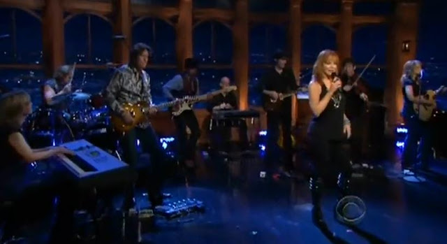 Reba McEntire Performs 'Strange' Late Late Show 12-14-09