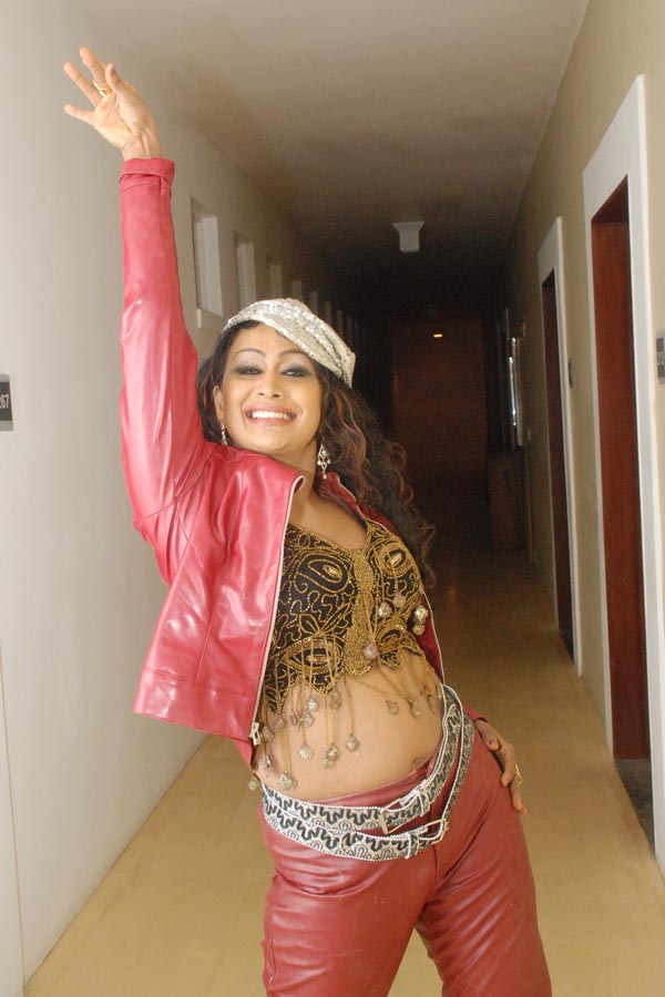 sri lanka actress and models anusha damayanthi