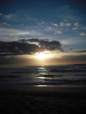 sunsetsBEACHwaterSKY copyright 2009 Cosanostradamus blog me no blogs