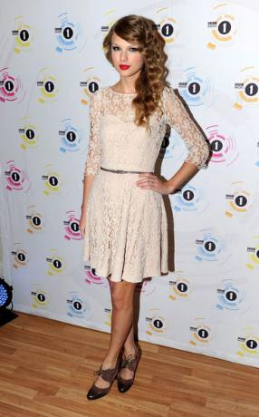 Taylor Swift Clothes on Taylor Swift Teen Awards 2010 Dress Jpg