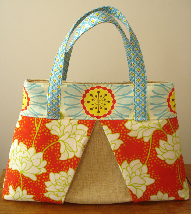 Pursepatterns : Free Amy Butler Pattern ~ Blossom Handbag/Shoulder Bag ? Sew,Mama