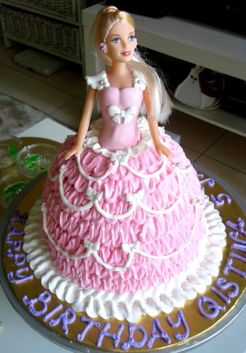 Doll Cake Images With Name : Anis Magic Fingers: Pink and White barbie doll cake