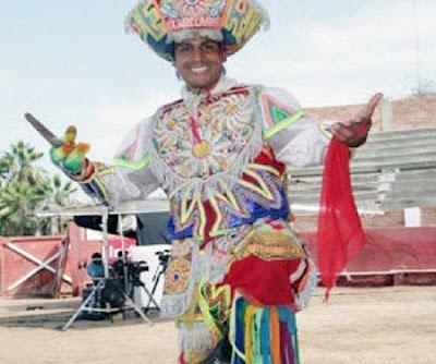 Gerardo Zamora como danzante de tijera
