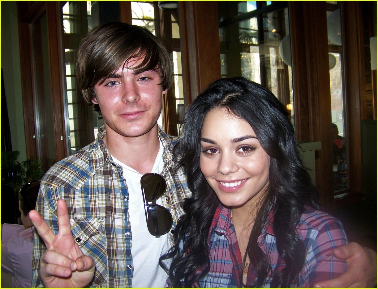 Vhud-tis vanessa hudgens ashley tisdale gym buddies 14