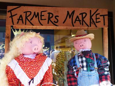 market pumpkin pigs