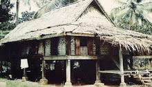RUMAH PANJANG di kampung Kodiang Lama. Dindingnya diperbuat daripada pokok bertam
