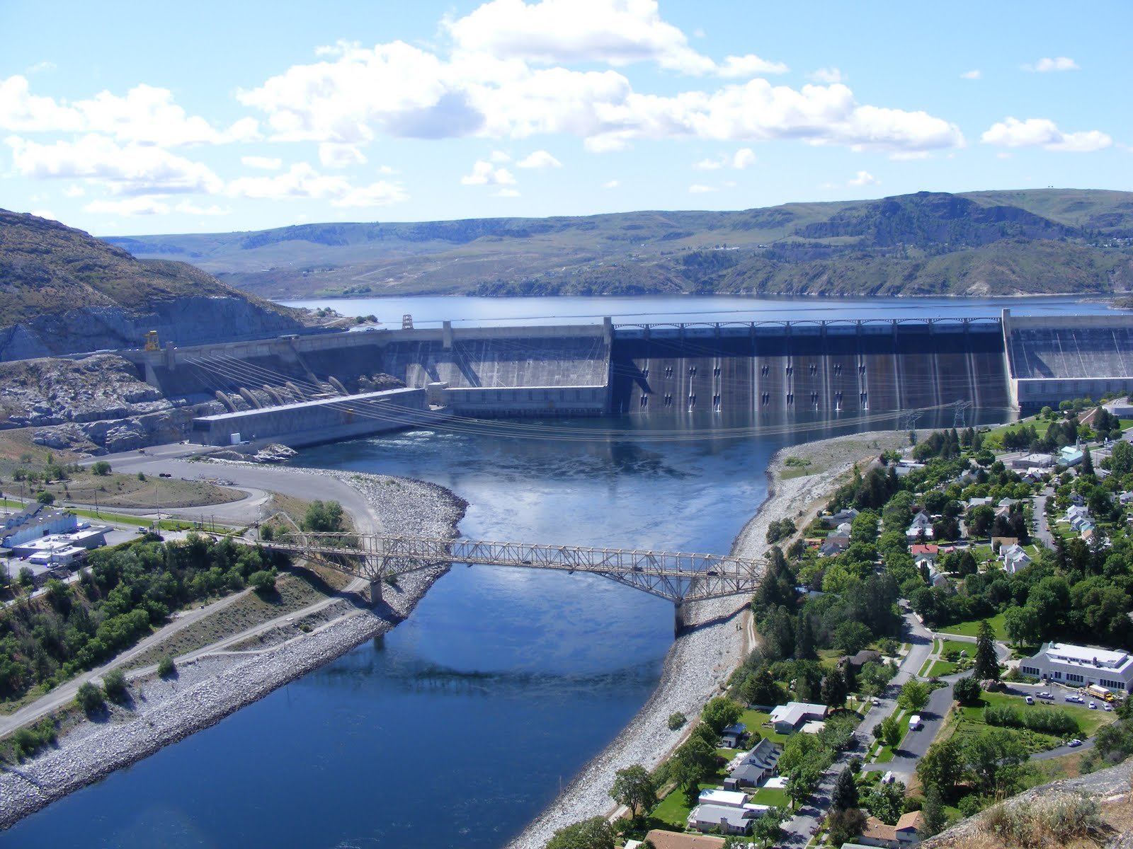 Occasional justus part 2 dam tour the american side one of the remarkable features of this dam is the water that is pumped uphill at this point to fill the grand coulee now called banks lake publicscrutiny Choice Image