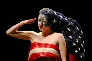 http://1.bp.blogspot.com/_tcm7ghaqRlU/RnLSHYi7MFI/AAAAAAAAAIg/7reTafrkXGk/s400/patriotic+hair.jpg