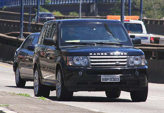 photo of Kristen Stewart Range Rover - car