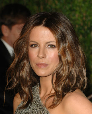 Checking up on the sexiest woman alive Kate Beckinsale Sexy Leg Cross