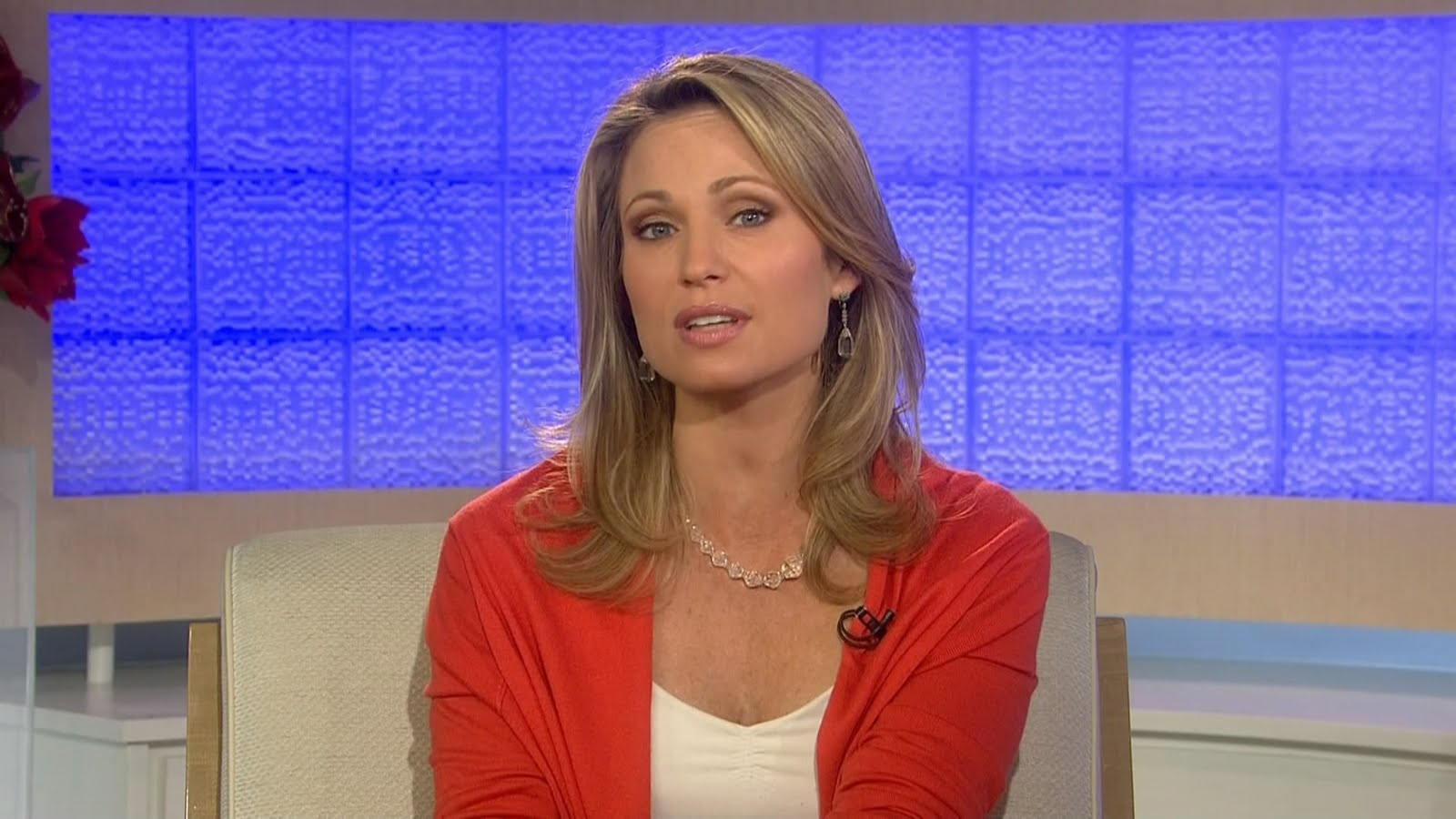 Very hot amy robach from nbc sexy leg cross