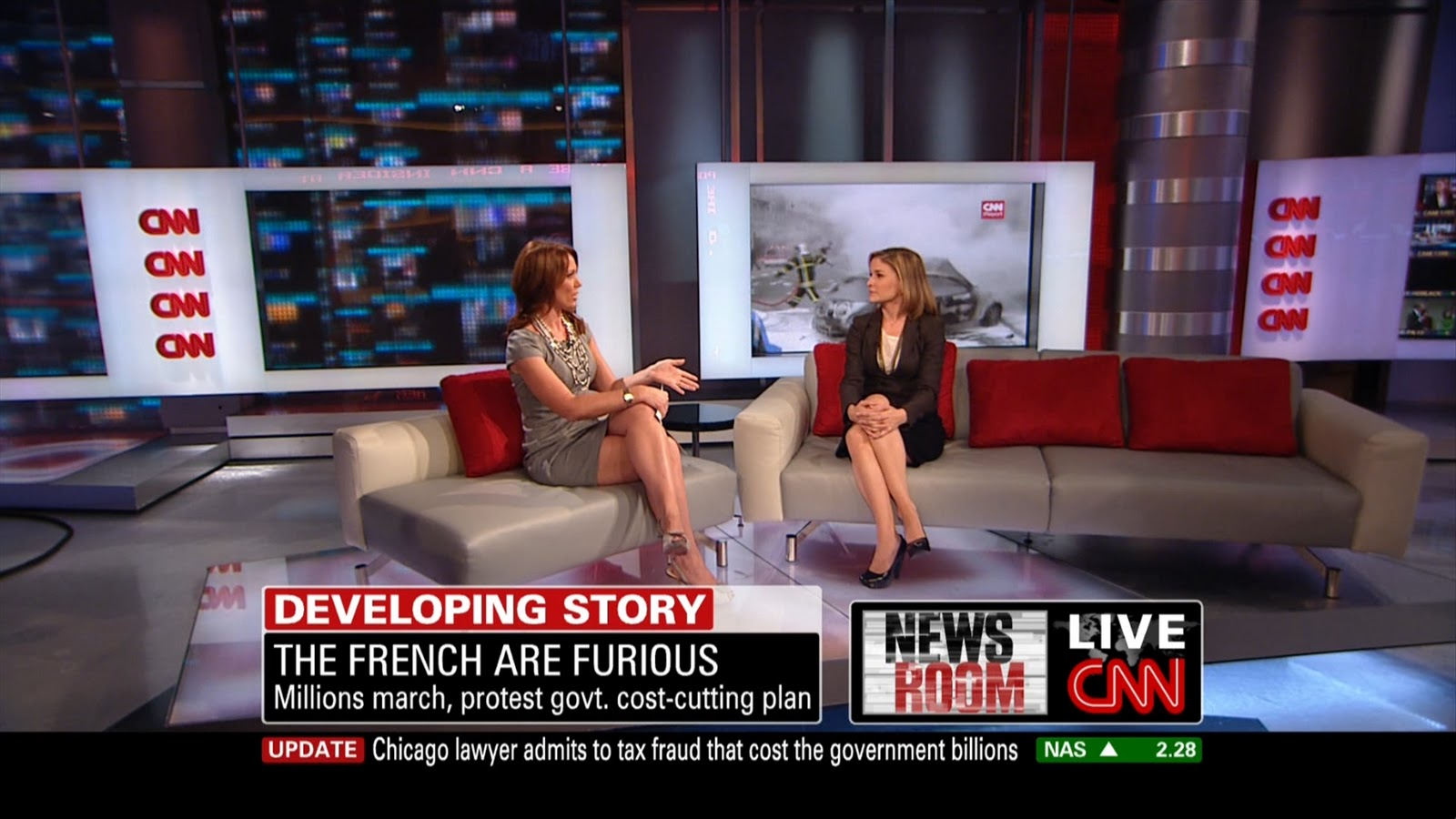Brooke Baldwin Hot http://www.legcross.com/2010/10/brook-baldwins-sexy-legs-on-couch.html