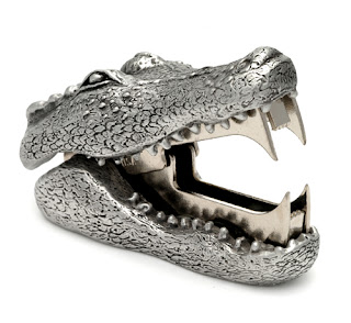 stapler remover shaped like alligator head with open jaws