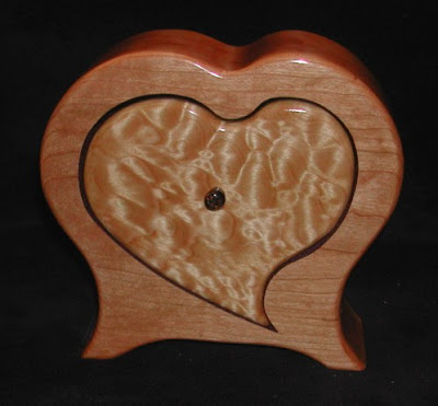 box, two different woods, heart-shaped opening